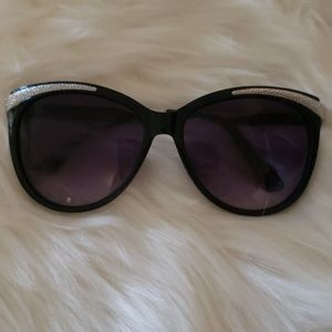 Loved Betsey Johnson sunglases